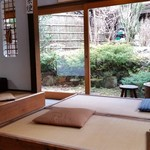 有喜堂 - ステキな庭が眺められる座敷席