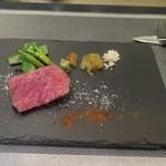 あもん ヨコ - 炉釜焼き塊肉ステーキ(神戸牛ランプ)ズームアップ