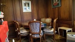 茶房旧茶屋亭 - テーブルにも気品があります