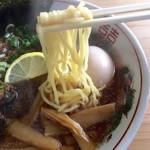 じげん - パイカ中華そば(醤油)麺アップ