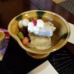 茶房 菊泉 - とうふ白玉とゴマアイス