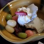茶房 菊泉 - ゴマアイスのふわっと漂う胡麻の風味がと、とうふ白玉の相性が抜群
