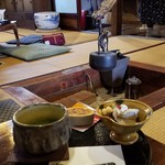 茶房 菊泉 - ステキな囲炉裏の前で「抹茶セットS (1030円)」
