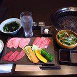 トラヤ - 宮崎牛焼肉ランチ ¥1800  上カルビ・上ロース・上モモ、サラダ、わかめスープ、ご飯