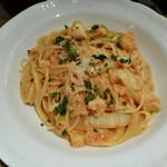 イタリア料理 小西屋 - 魚介類と霜降り白菜のトマトクリームソース