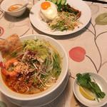 サイゴン・レストラン - 手前がベトナム中部のワンフォー。奥が自家製焼きポークライス('17/03/12)
