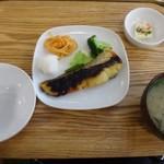 イリオモテネコ食堂 - ◆私は「鯛のみそ焼き定食(950円:税込)を。
