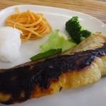 イリオモテネコ食堂 - *鯛のみそ焼きは「味噌」のお味がよく浸みていて好み、少し焦げてますけれど。(^^;)
