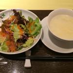 アイニーズ - 四川麻婆豆腐セットのサラダとスープ