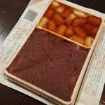 63836220 - 「大沼だんご あんと醤油 小折 (390円)」