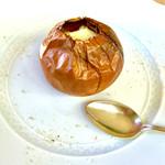 みたに - 温かい前菜 玉ねぎのグラタン(器は北海道産玉ねぎ)