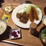 七色食堂 - ばかうま&エビフライ定食+ミニ豚汁変更