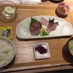 七色食堂 - カンパチ刺定食