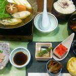 岩戸屋 - おすすめ冬ランチ1,500円(税込)小鉢五種盛り、三重浦村産の牡蠣、はまち刺身、青さの赤だし等々