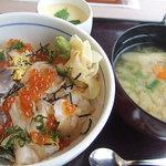 和食レストランとんでん - 活ほっき丼と真だらのたち汁