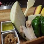 炭火焼肉のバクロ - ◆有機野菜盛り合わせ(オリーブオイルと肉みそ付き:980円)・・お野菜は「茄子」「人参」「しし唐」「エノキ」など。