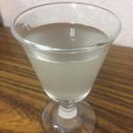 日本酒飲み放題酒場 日本酒ラボ - 東鶴。ちょっと濁りがあって美味しい
