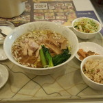 上海台所 - 蒸鶏ラーメン定食(700円)