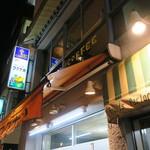 フルーツパーラーフクナガ - ビルの2階のレトロな店