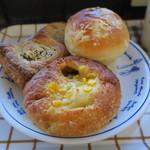 ブーランジェリー アボンリー - 焼きカレーパン タコスチーズパイ クリームパン1