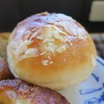 ブーランジェリー アボンリー - 焼きカレーパン タコスチーズパイ クリームパン3