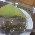 グラーフ ビーンズ - 抹茶とほうじ茶のミルクレープです。北岡園さんのほうじ茶を使っています。
