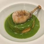 63854131 - カリフラワーのスフォルマティーノ イタリアンパセリとゴルゴンゾーラのソース、網脂で焼いた蛙の腿肉
