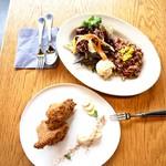 レストラン エイタブリッシュ - グレインズサラダプレートとブレックファーストマフィン