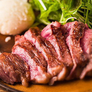 圧巻の国産黒毛牛ステーキ〈ALL1000円!!〉