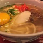 ナンクルナイサ きばいやんせー - 沖縄そば+生卵