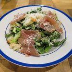 ソライロ キッチン - 農園野菜と削りたてチーズのシーザーサラダ 780円