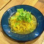 ソライロ キッチン - 釜揚げシラスとインカのめざめのソテー ペペロンチーノ仕立て 590円