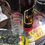渡商店 - ドリンク写真:レジ脇で一杯