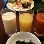 水明館 - 左から豆乳、りんごジュース、トマトジュース