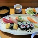 鮨たくみ - にぎり寿司ランチ 800円
