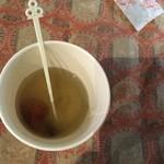 なごみカフェ夢や - 梅こんぶ茶、底に梅があります