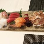 ゼックスウエスト 炙り焼き&寿司 アン - お造り5種盛り&のどぐろお造り