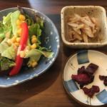 幸の鶏 - サラダ、小鉢、漬物