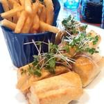 Rupureburassuriukai - ロティサリーチキンのサンドイッチ。