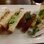 ヒロコーヒー - 生ハムとバジルのサンドイッチです♪