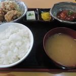 串源屋 - ランチのハンバーグと唐揚げ定食