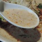 63877911 - 坦々麺のスープ