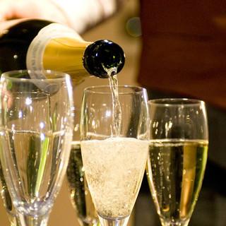飲み放題はスパークリングも含めたワイン全6種類入り!