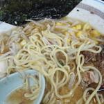 チャーシュー専門店 チャーシュー力 - 味噌ラーメンの麺(少し太い)