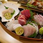 浜味屋 - 五点刺盛り 鯛、メカジキ、ヒラメ、本鮪、ホタテ