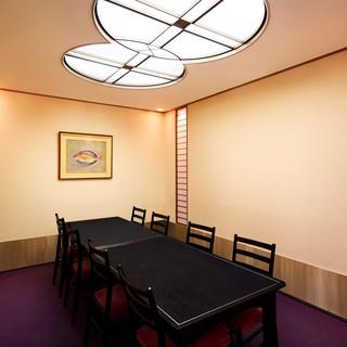 風情のある落ち着いた雰囲気の和個室は2部屋