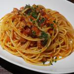 63885960 - ベーコンと玉ねぎのスパゲッティ トマトソース