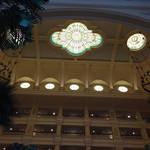 ドリーマーズ・ラウンジ - お席から見るロビーの天井