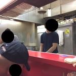 ラーメン二郎 - 店内(座席より右まわり)→