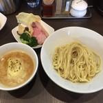 麺屋りゅう - チーズつけめん(並盛) + おつまみ皿の味玉